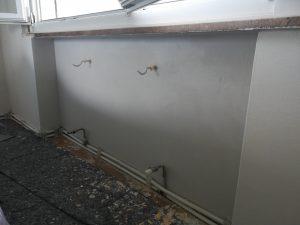 Foto nicchia del termosifone protetta contro la muffa