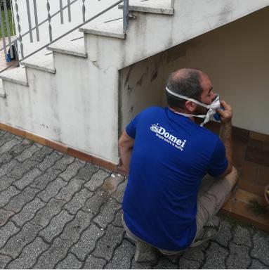 foto tecnico specializzato nei difetti delle murature - Domei